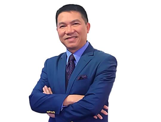 Luật sư thương mại Derrick Nguyen